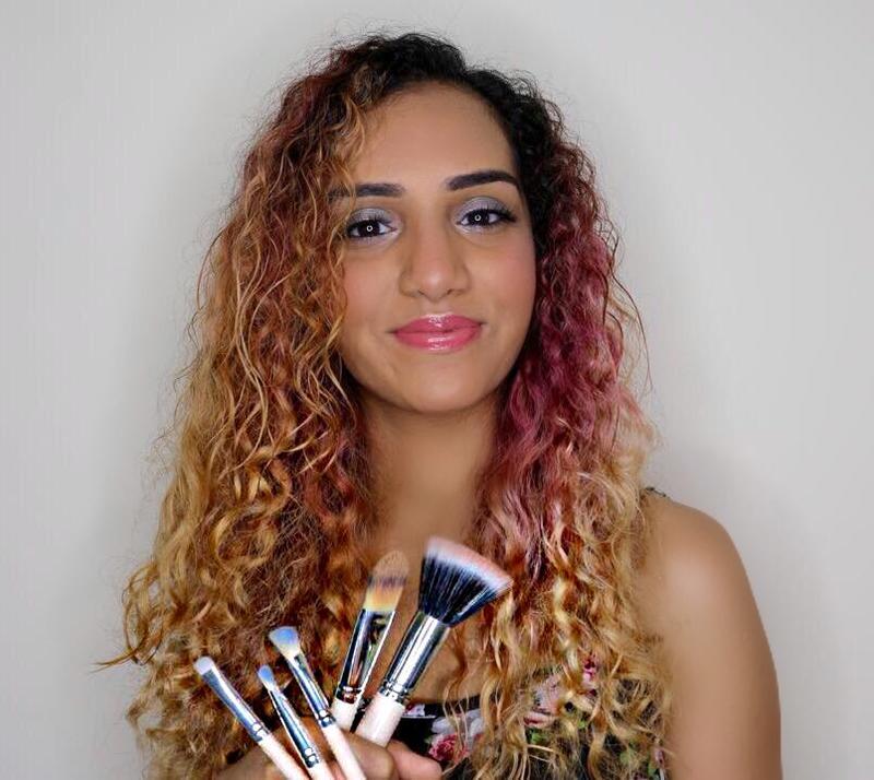 THE VINTAGE COSMETICS COMPANY | MAKEUP TUTORIAL | Travel makeup bag | GEHNA ADVANI