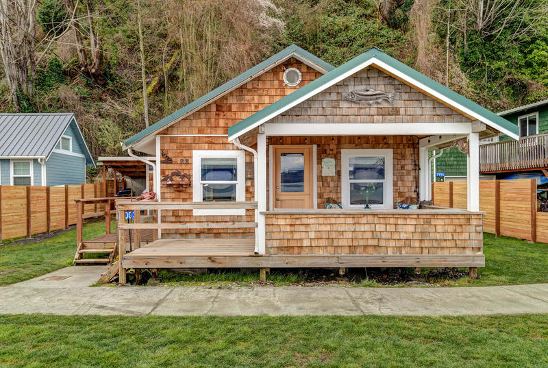 WHIDBEY ISLAND WATERFRONT CABIN