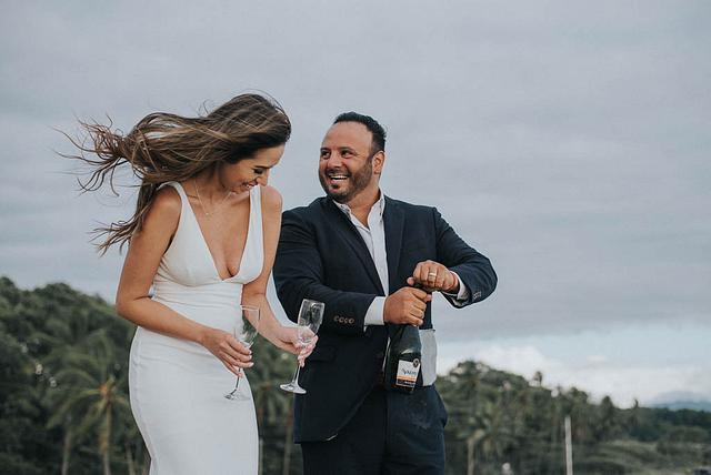 How to choose a wedding / elopement photographer in Costa Rica?