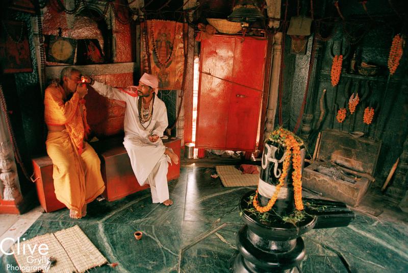 I L : INDIA VARANASI GHATS