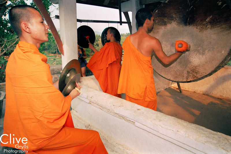 IMAGE LIBRARY LAOS : MONKS