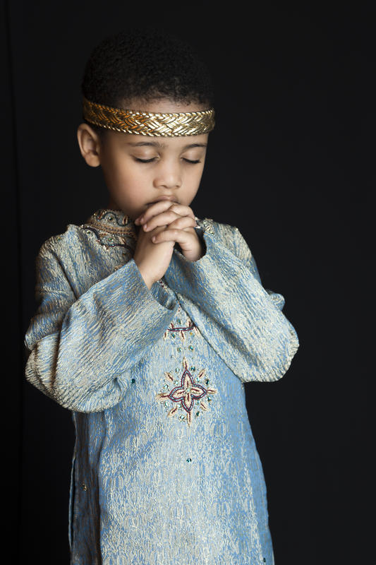 praying child portrait photograph