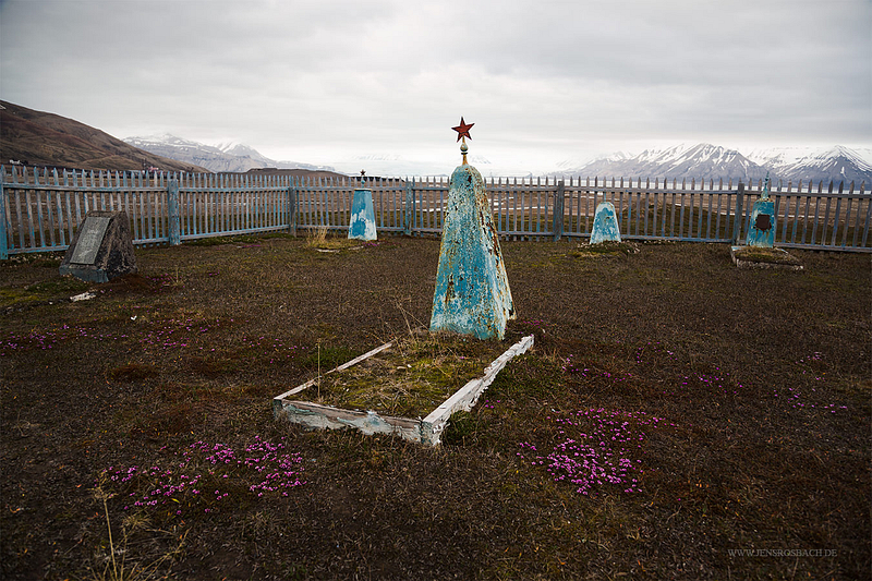 Lost Place: Pyramiden - Soviet Graves