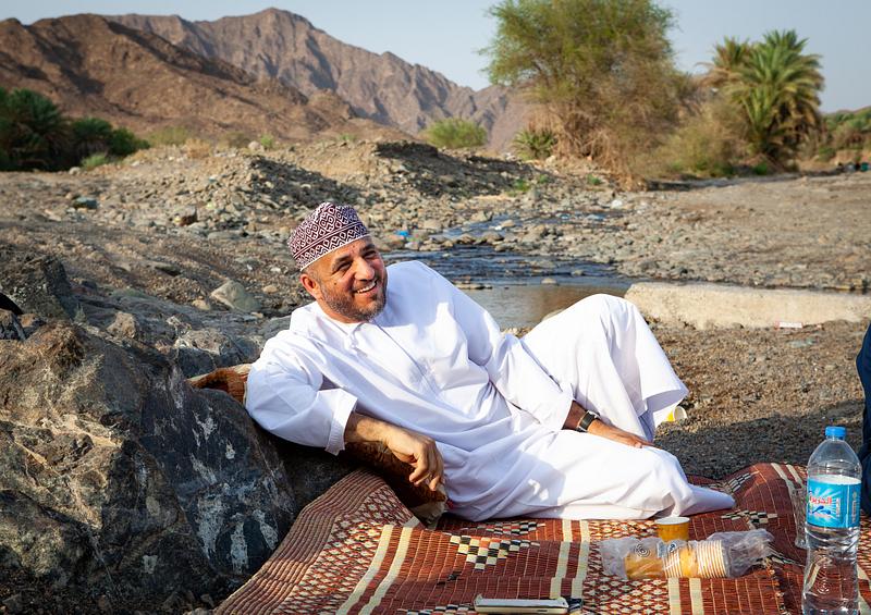 Enjoying dates and coffee in Wadi Munqiniyat.