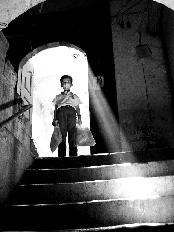 A child in the labyrinth of the Aleppo market.