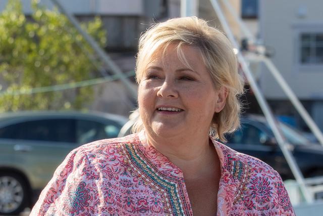 Erna Solberg på Atløy