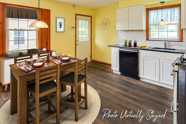 Virtual staging pictures in Fords NJ. Kitchen virtually staged in a Fords NJ vacant home