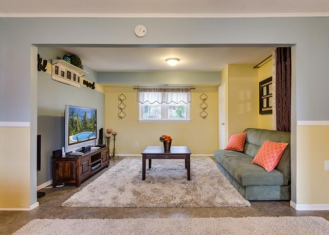 Local Real Estate Photographer - NJ - Living Room in Colonia house in Middlesex County NJ
