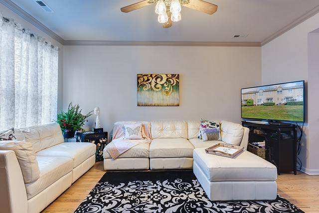 Local Real Estate Photographer - NJ - Living Room in Parlin home in NJ