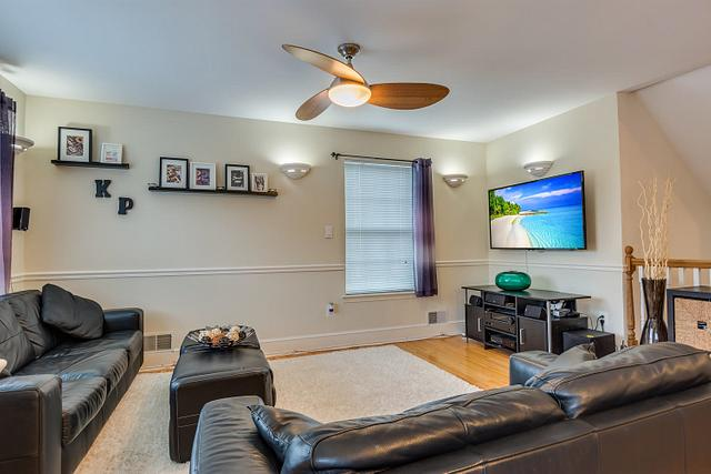 Local Real Estate Photographer - NJ - Living Room in North Brunswick home in Middlesex County NJ
