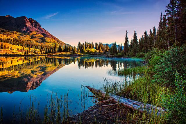 Cold Molas Lake Dawn