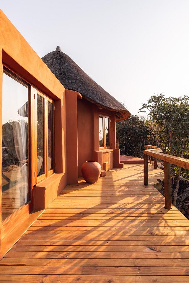 Exterior Luxury Accommodation Timber Decking — Leshiba Wilderness Reserve
