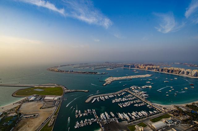 Dubai Rooftop - Cayan Tower