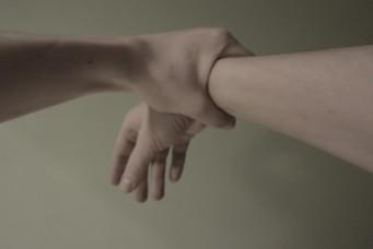 Ruki. Manos. Hands.