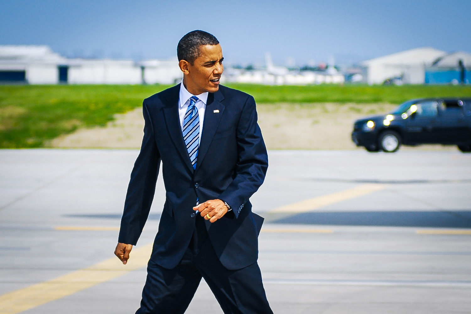U.S. President Barack Obama arrives at Toronto International Airport for the G8 G20 Summitt. Toronto, June 25, 2010.