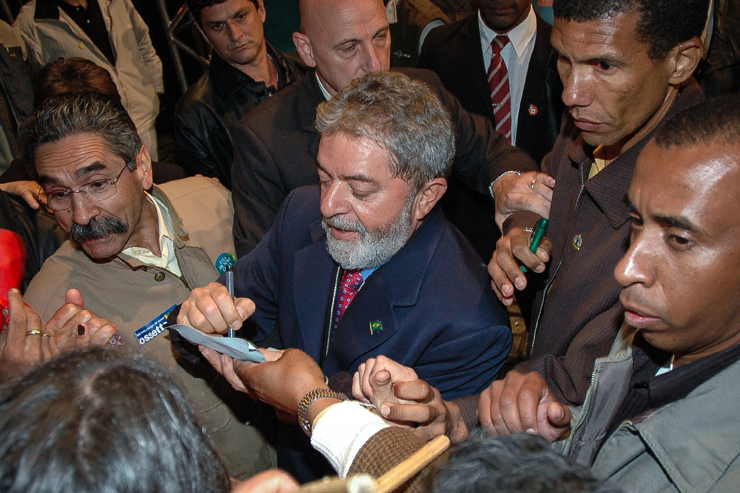 Brazil's (former) President and candidate for reelection Luiz Inacio Lula da Silva (C) interacts with the public after delivering a speech during a campaign rally in Porto Alegre, Brazil, 25 September 2006.