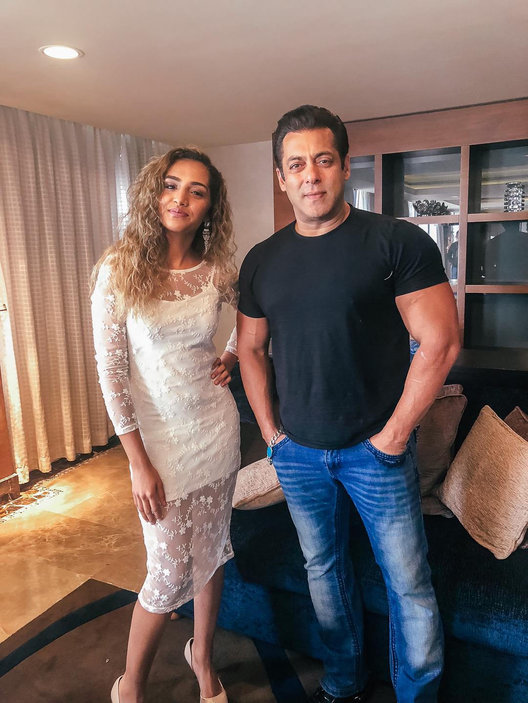 Salman Khan Poses With Gehna Advani During Race 3 shooting At UAE