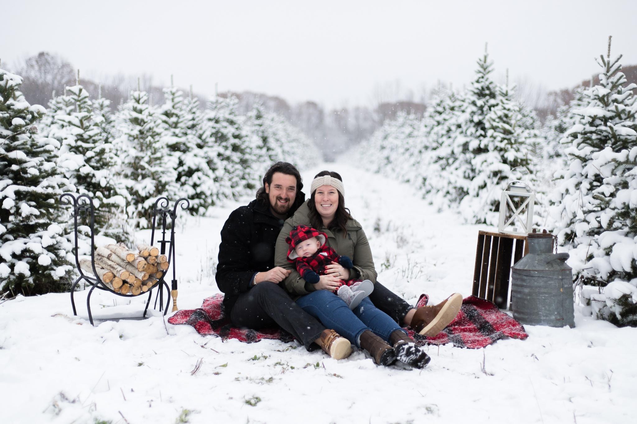 Christmas Minis  |  Emilee + Iain + Sawyer