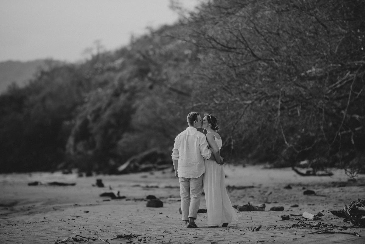 elope in costa rica photographer