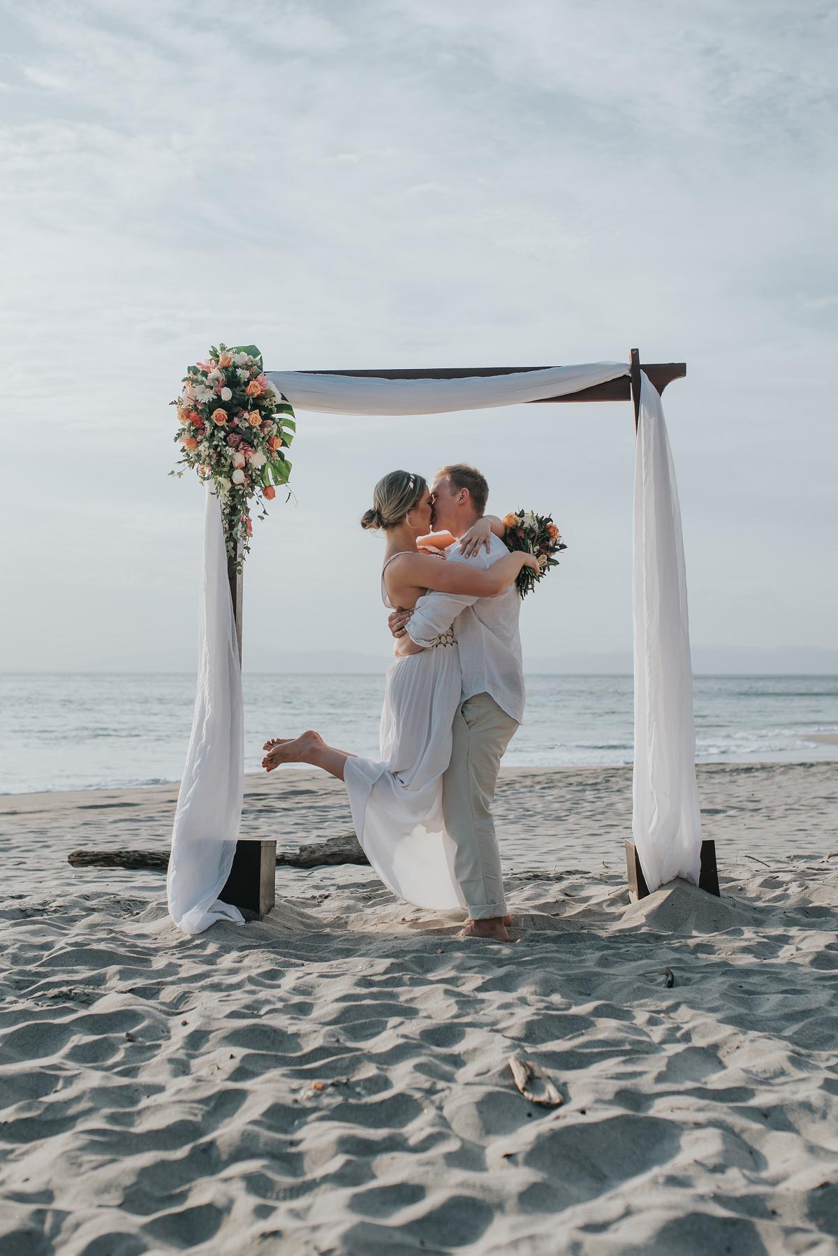 beach wedding ceremony costa rica
