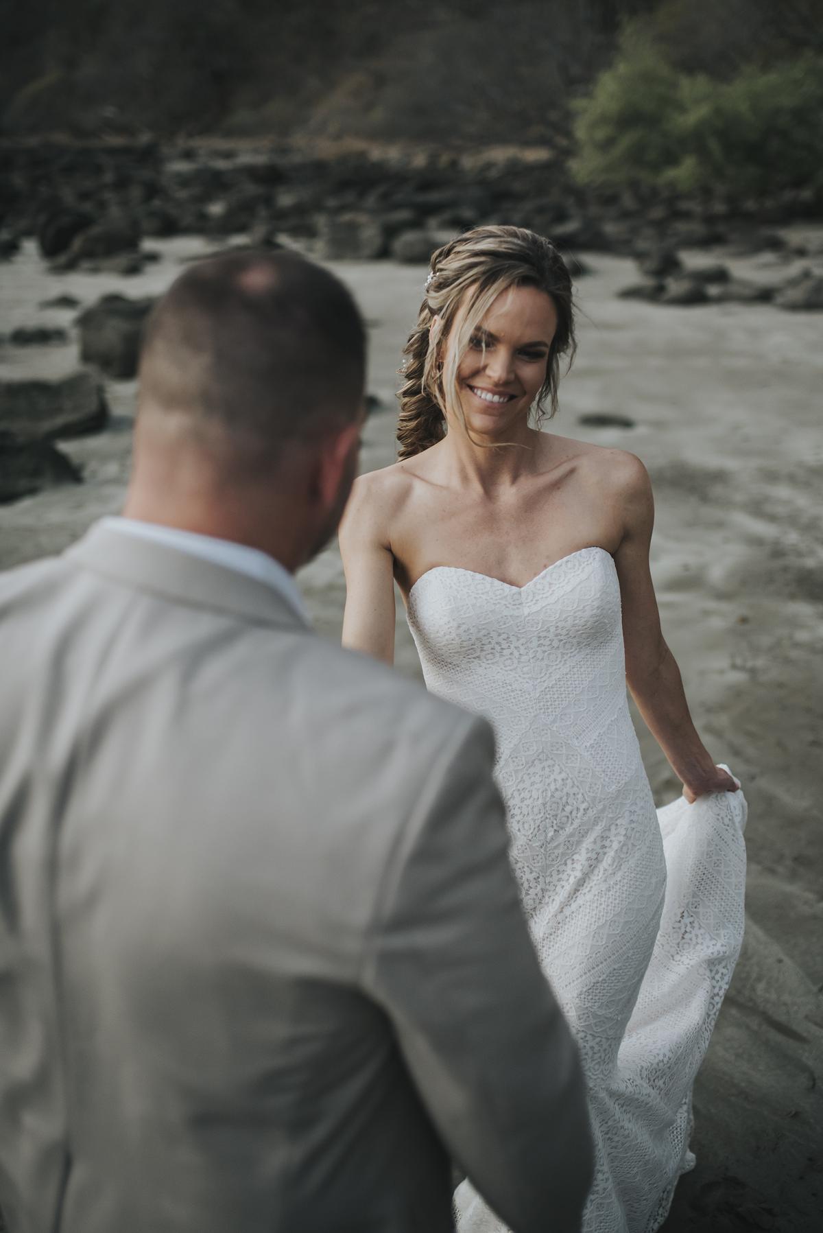 beach wedding photos costa rica