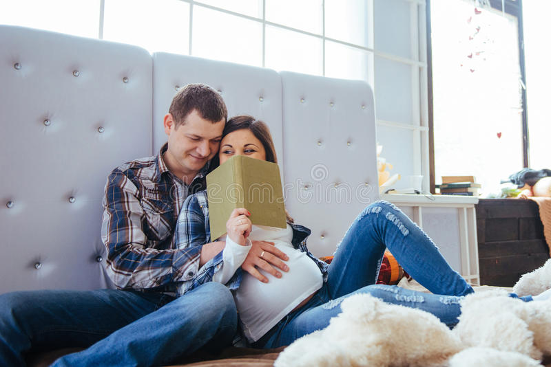 Cute Maternity Photoshoot Ideas for you & your husband