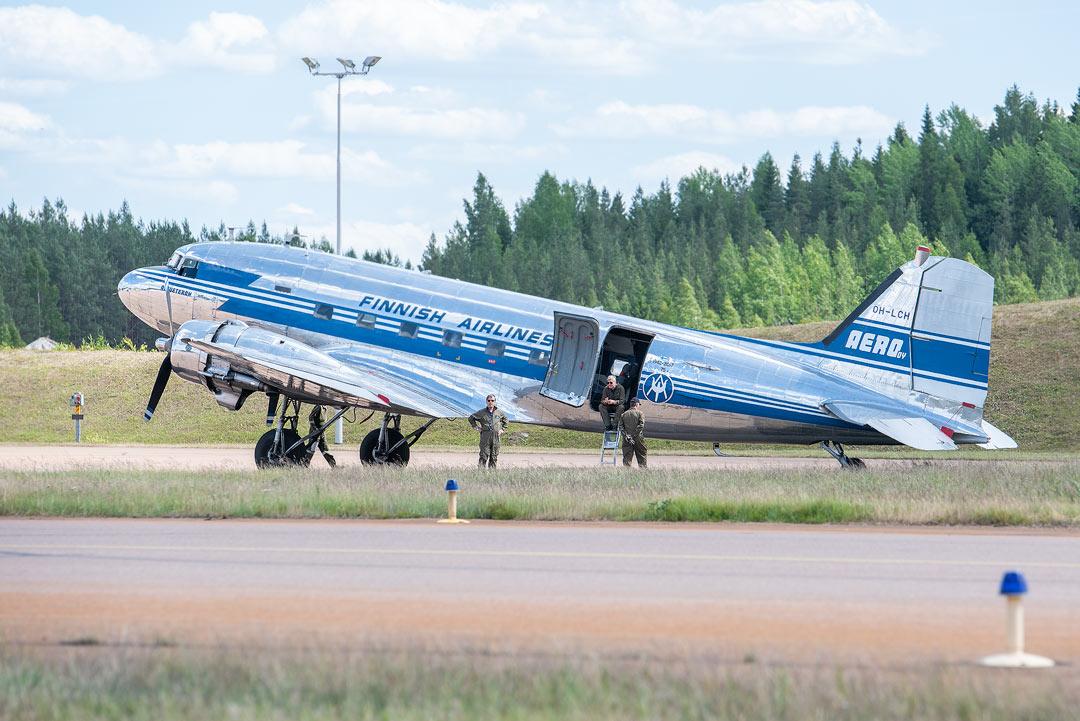 Douglas DC-3C / Ilmavoimat 100