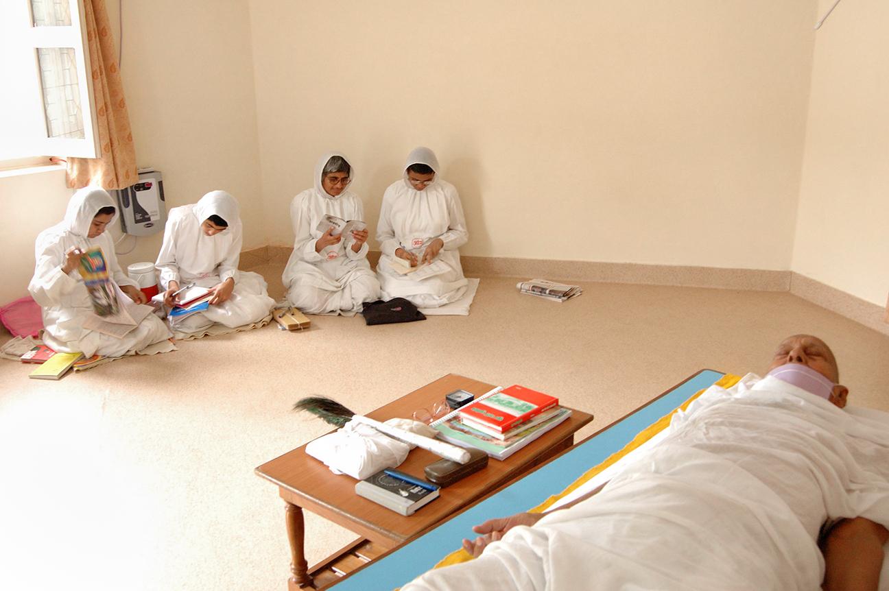Jain nuns studying