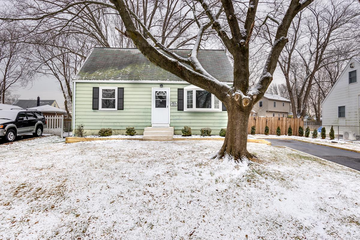 North Brunswick real estate photography in winter with snow. Front of the house.