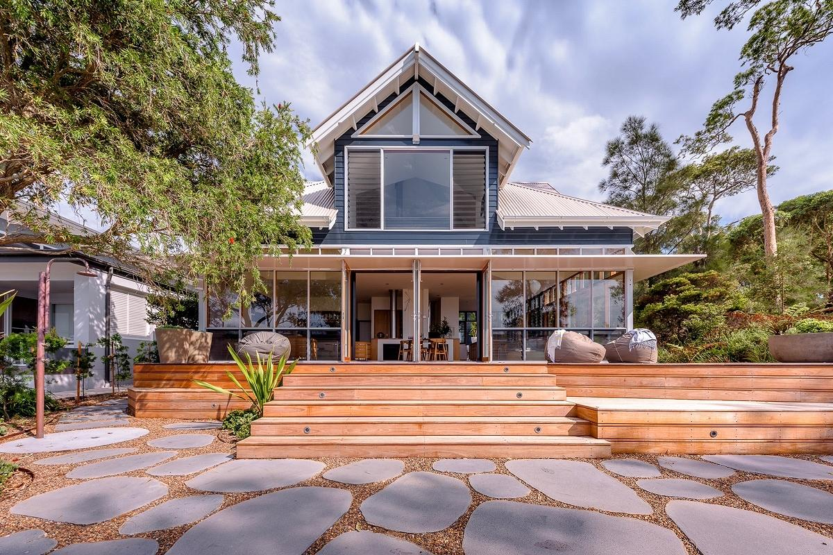 The Blue House, Lake Macquarie, by Welsh+Major