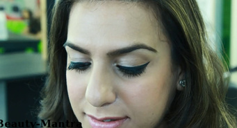 How apply false eyelashes