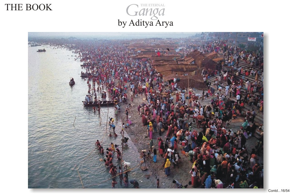 The river front at Garmuktesar swarming with morning bathers on the full moon day in the month of kartik (October- November)