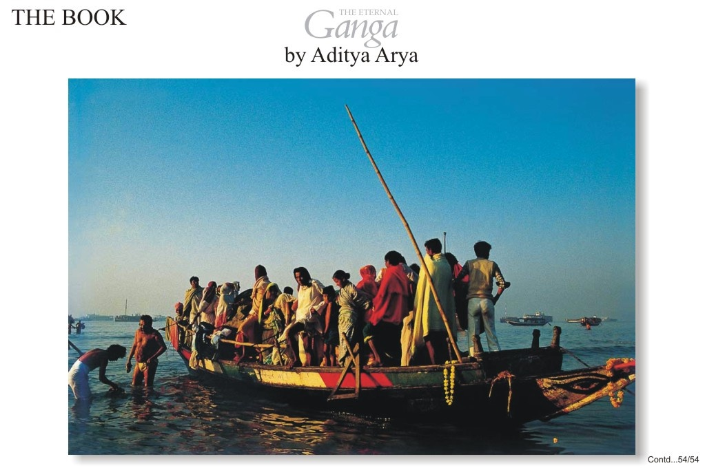 A boat ferrying pilgrims back from Ganga Sagar.