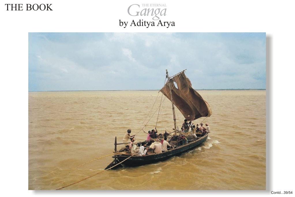 Crossing the Ganga to attend the Sonepur fair or Harihar Chhatar Mela at the confluence of the Ganga and the Gandak near Patna.