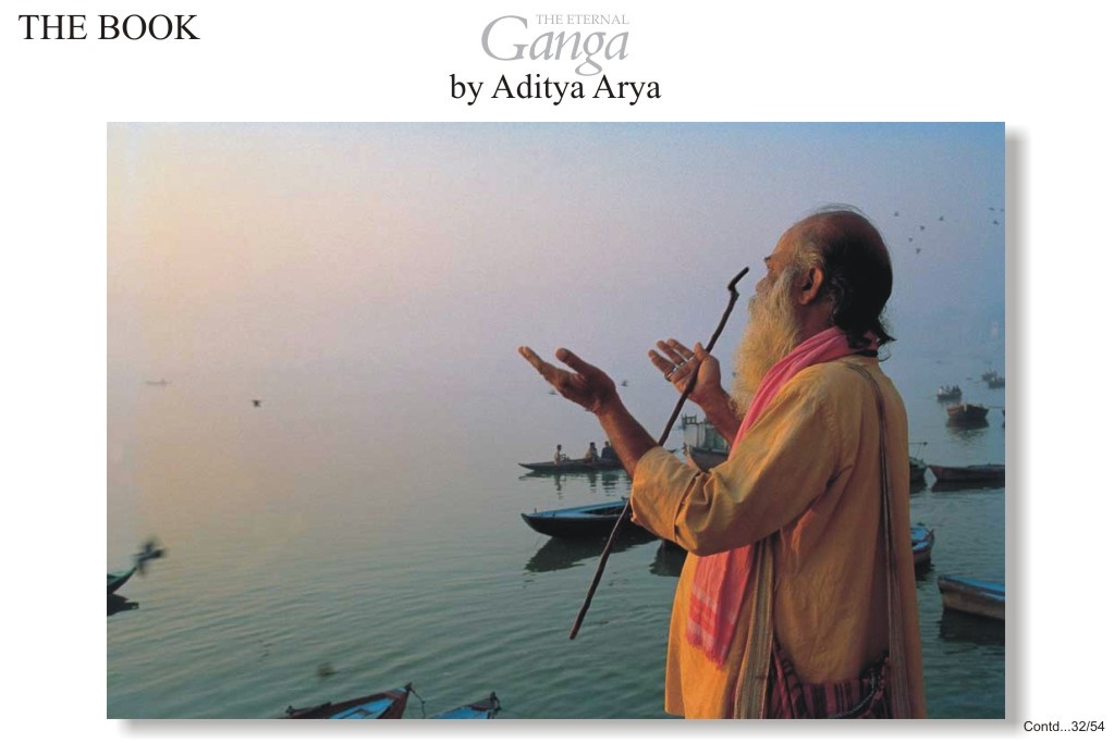 The ghats of Varanasi extend to almost four kilometers of the river bank.