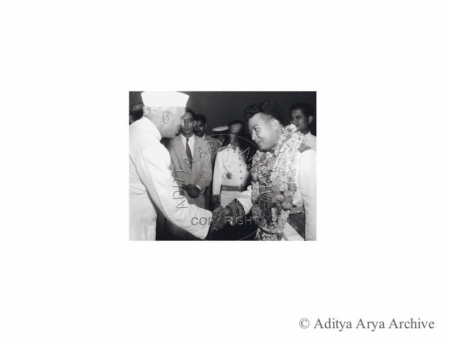 Prince Savang Vathana, Crown prince of Laos being received by Jawaharlal Nehru, Undated