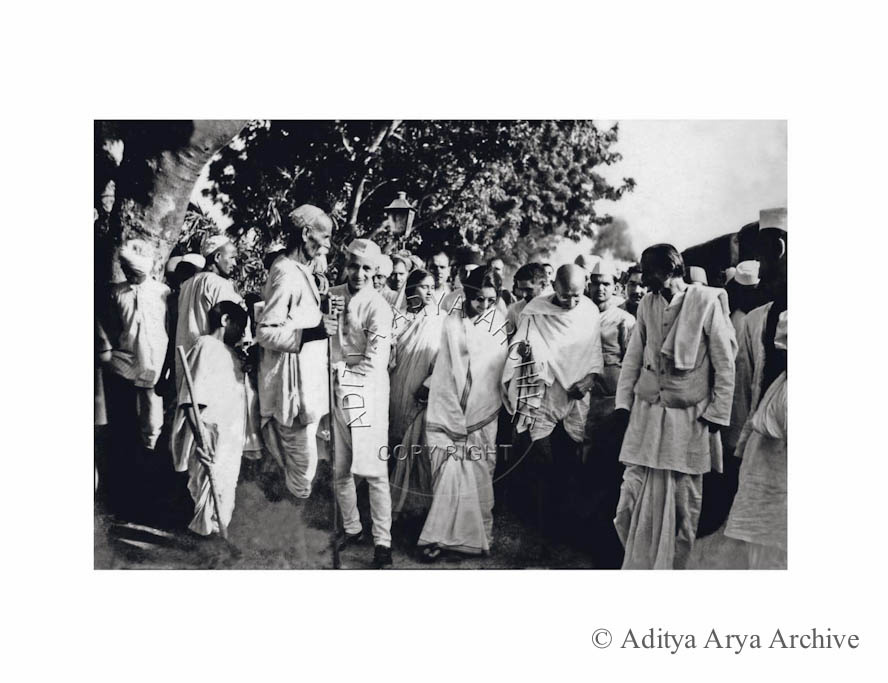 Mahatma Gandhi at Nizamuddin railway station with Acharya Kripalani and Rajkumari Amrit Kaur. Undated