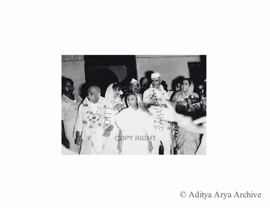 The historic evening of 14 August 1947.Jawaharlal Nehru is seen with Rafi Ahmed Kidwai, Mani behn,Rajkumari  Amrit Kaur and Sardar Patel.