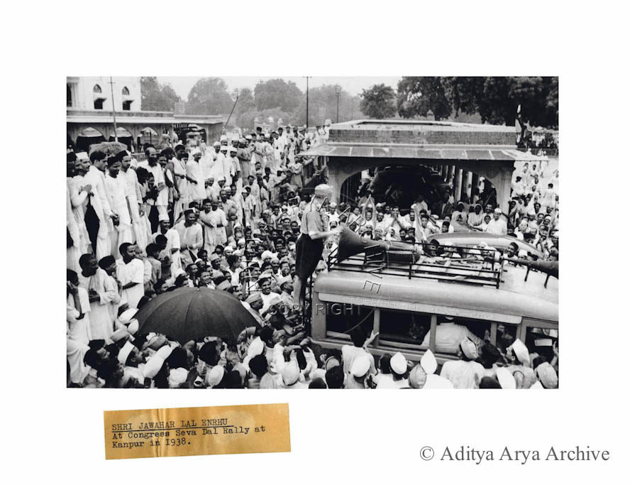 Jawaharlal Nehru addressing members of the Congress Seva Dal on his arrival