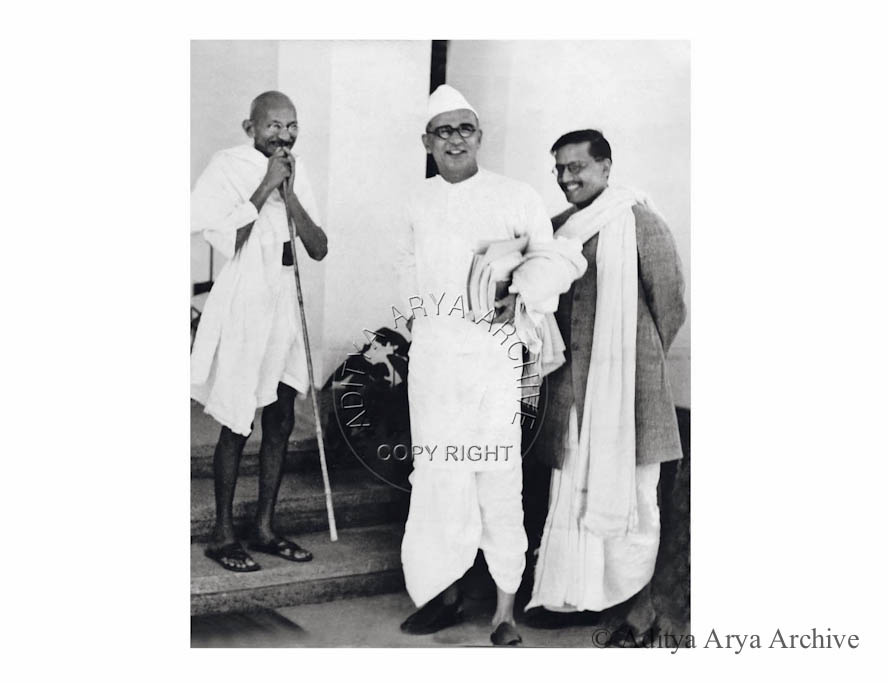 Gandhi ji is seen off other nationalist leaders as he departs for Wardha.Undated