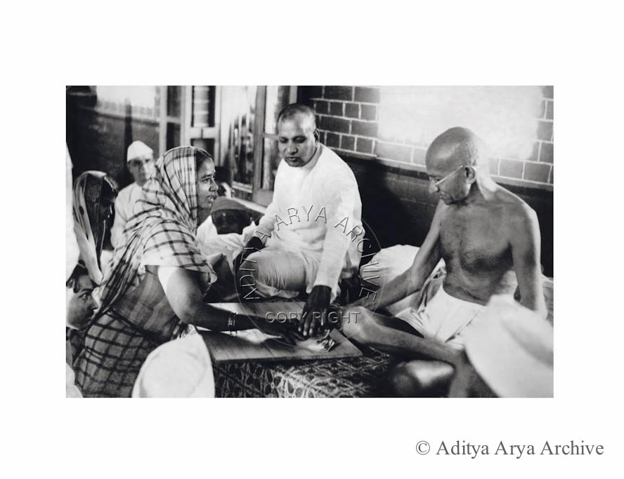 A woman moved by Gandhiji's plea. Makes a donation. Early 1940s
