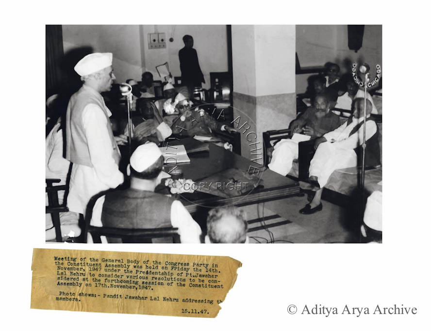 Pandit Jawahar Lal Nehru addressing the members of congress.