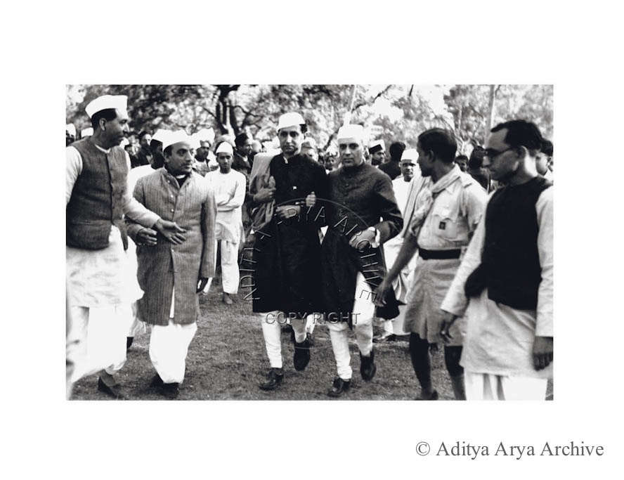 Jawaharlal Nehru with R.S. Pandit, arriving to address a meeting at Gandhi Grounds. New Delhi 1941