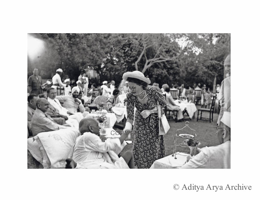 Edwina Mountbatten greets Patel.1948