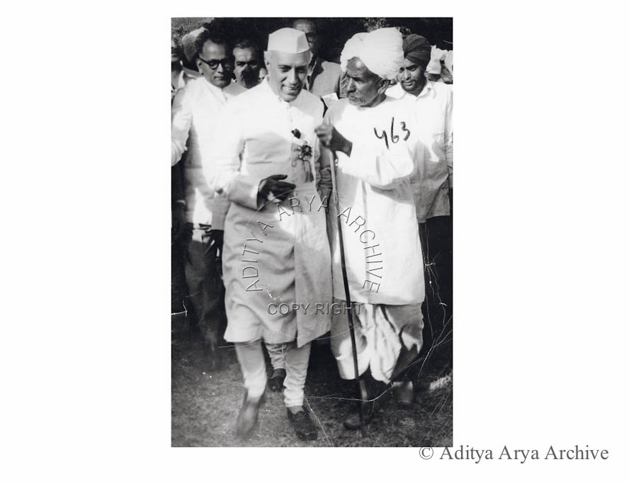 Jawaharlal Nehru seen with a farmer after the inauguration of the First National Farmers Convention.1955