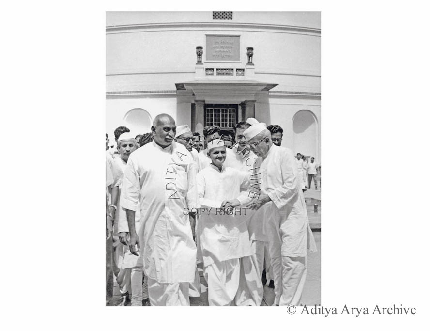 Lal Bahadur Shastri with other leaders. Undated