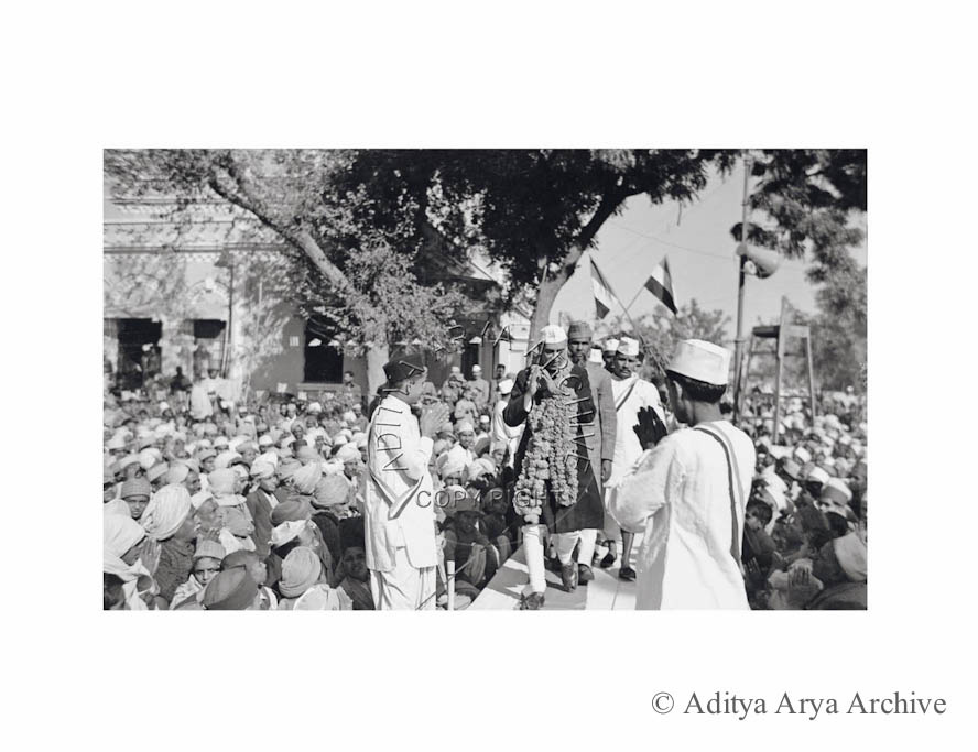 Jawaharlal Nehru being received by Congress workers. Undated