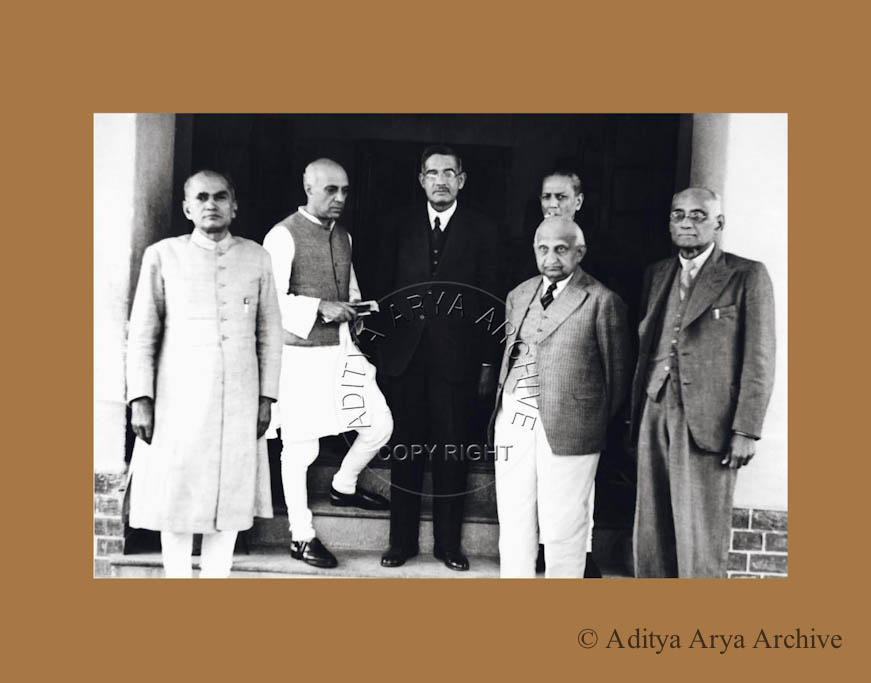 Jawaharlal Nehru with the members of the INA Defense Committee.1945