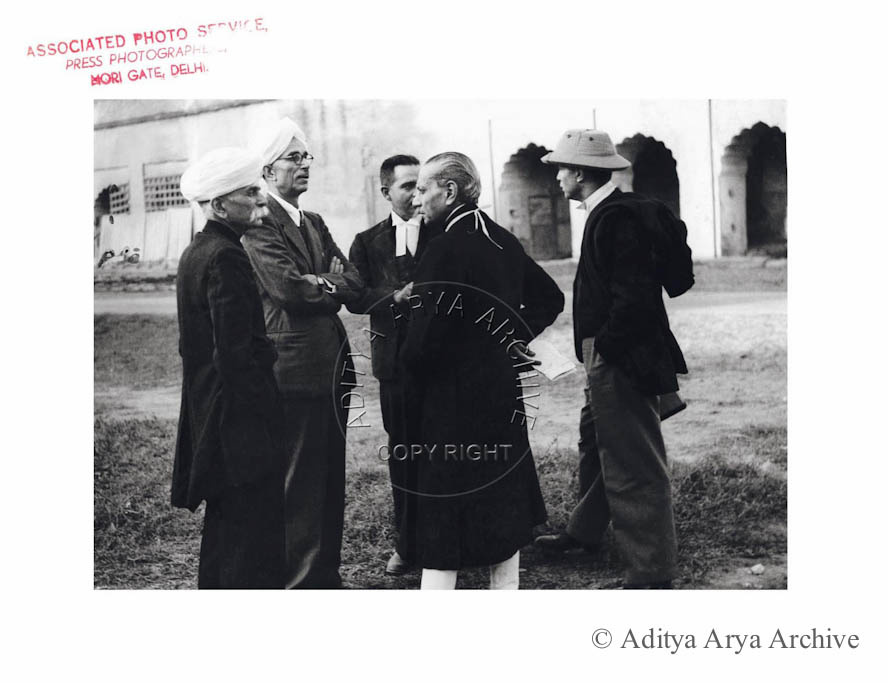 Members of the Defiance Committee.R.B. Badri Dass, Justice Acchru Ram and Asaf Ali discussing the charge sheet of the INA cadre at Delhi Red Fort.1945