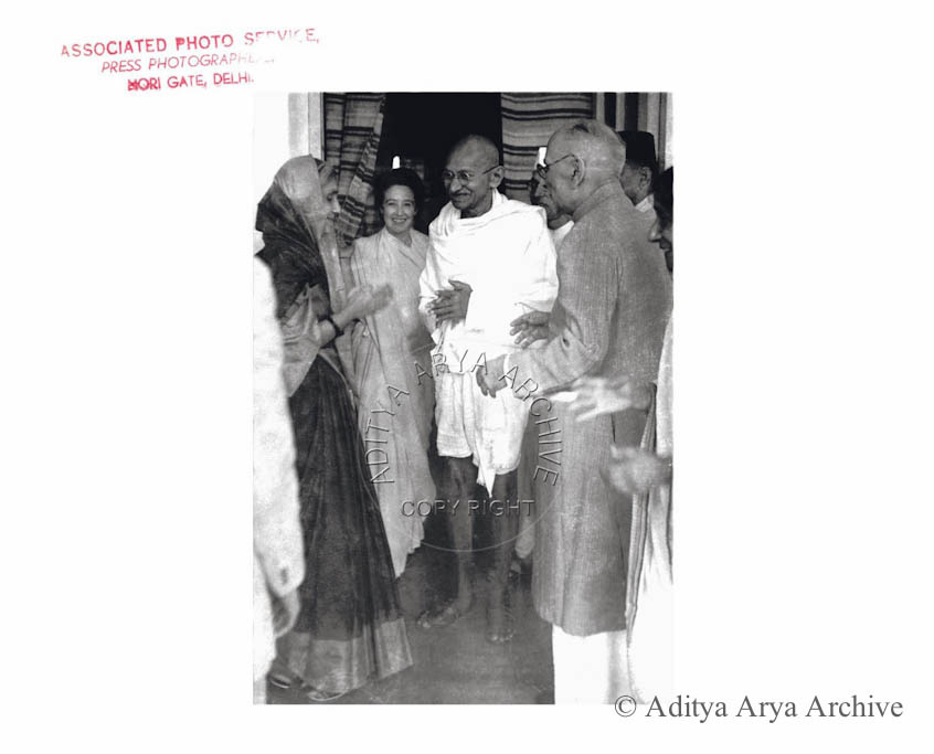 Gandhi being received by Sir Tej Bahadur and Mrs Sapru.Undated